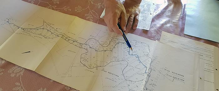 Vanha Mälläisen ojitusyhteisön kartta pöydällä